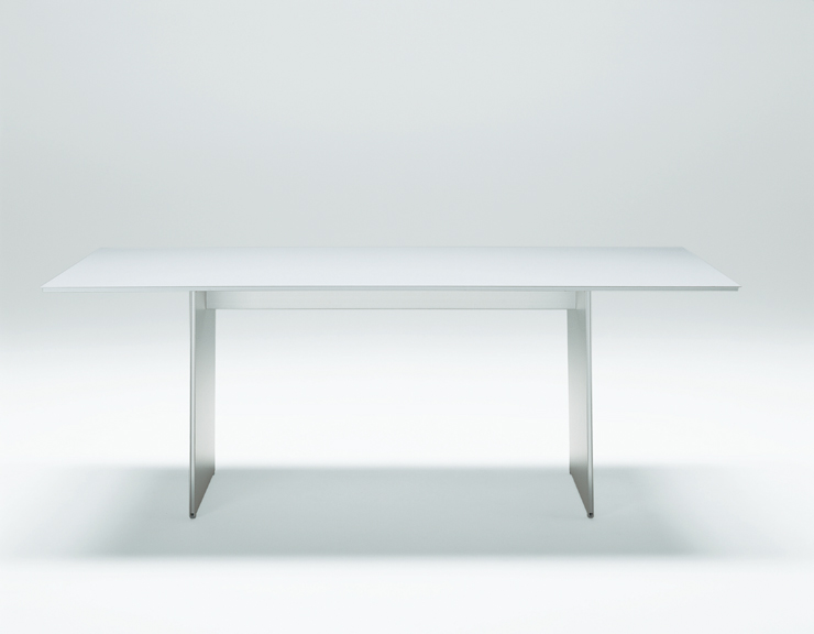 AIR FRAME 3002 table